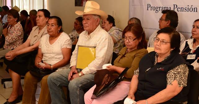 """Photo of Invita a """"ancianos"""" a inscribirse a 65 y más"""