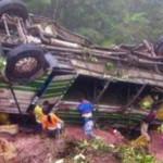 Rescatan 30 cadáveres de un autobús