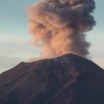 Volcán Popocatépetl registra  57 exhalaciones