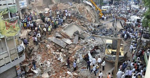 Photo of Derrumbe de hotel deja al menos 10 muertos en la India