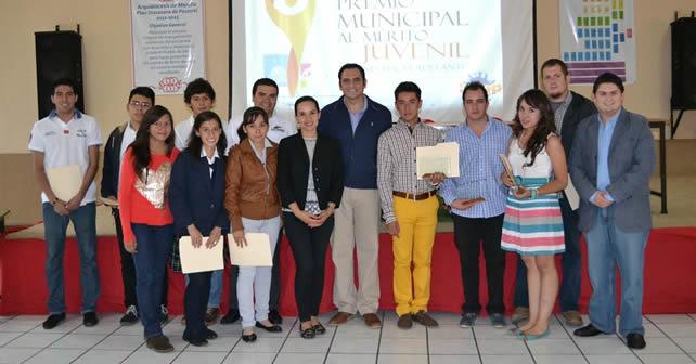 Photo of INJUP y gobierno premian a jóvenes con talento