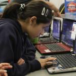 """""""En próximas horas"""" definirán contrato de las 240 mil laptops"""