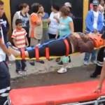 Choque desigual deja dos lesionados en Pénjamo (video)