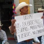 Exbraceros, piden a Márquez que les pague