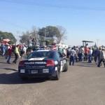 Campesinos toman carretera federal 90 Irapuato-La Piedad