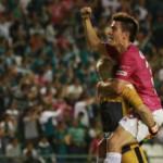 León vence al Puebla con un hombre menos