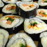 Comen sushi y se intoxican