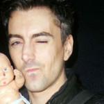 Admite cantante galés haber intentado violar a bebé