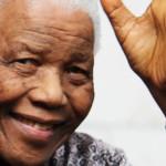 Nelson Mandela se comunica con gestos faciales