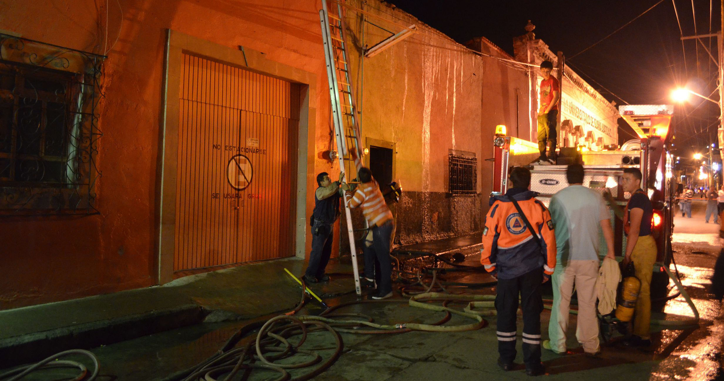 Photo of Se quema su casa al querer cambiar el tanque de gas; en Pénjamo