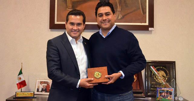Jacobo Manríquez Romero recibe felicitación