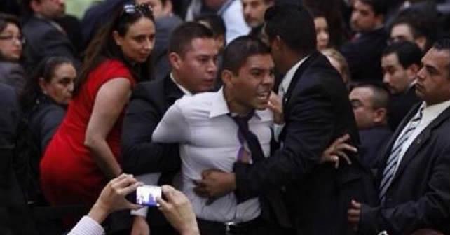 Photo of Increpa joven a Peña Nieto por Reforma Energética
