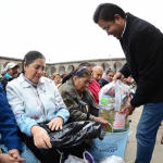 Adultos mayores reciben despensas en Irapuato