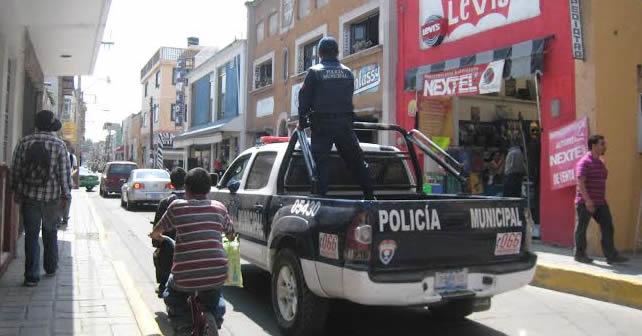 Photo of Policía choca y es rescatado a punta de pistola por sus compañeros