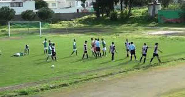 Photo of Polémico video: pleito en plena cancha de futbol