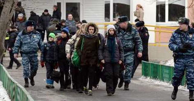Photo of Terror en escuela de Moscú, alumno mata a maestro y policía