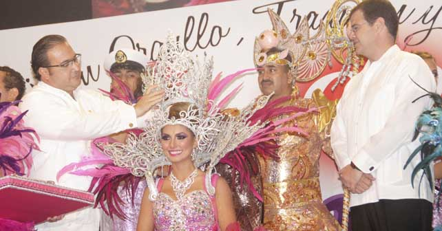 Photo of Coronan a Marisol I, Reina del Carnaval
