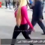 Rubia universitaria es acosada sexualmente por su manera de vestir
