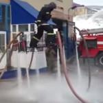 Cuando los bomberos se aburren (video)