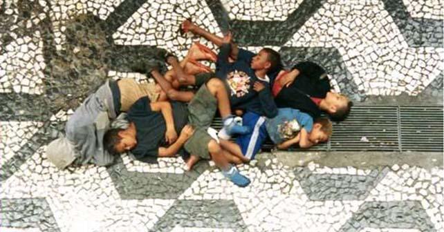 """Photo of En Brasil matan a niños de la calle, para dar """"buena imagen"""" en el Mundial, denuncia un supuesto periodista"""