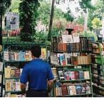 Los mexicanos gastan más en libros que en licores, según el INEGI