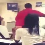 """Noquea"" estudiante a maestra (video)"