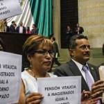 """""""Soborno anticipado"""" la pensión vitalicia para magistrados electorales, señalan los partidos de la oposición"""