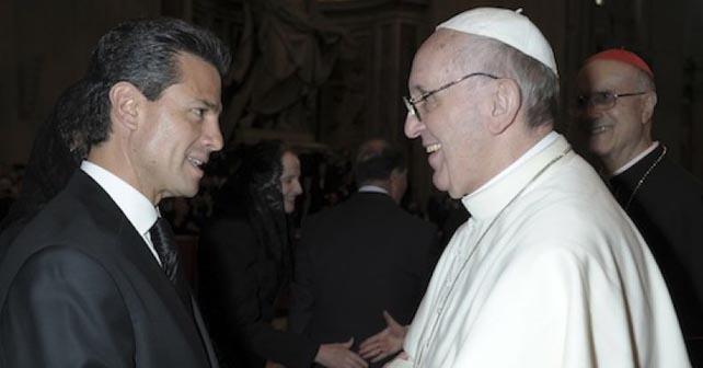 Photo of Peña Nieto regala al Papa camiseta de la Selección y figura de la Virgen de Guadalupe