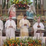 """Autoridades locales desaíran al obispo en Huanímaro; era """"invitado especial"""""""