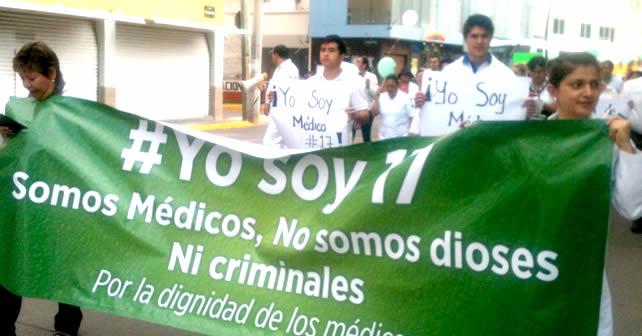 """Photo of Marchan médicos: """"No somos dioses ni criminales"""""""