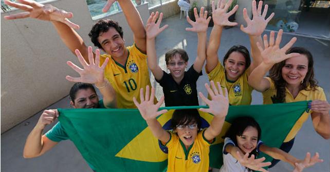 Photo of Familia brasileña con seis dedos busca la sexta Copa Mundial