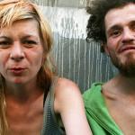 Fotógrafa retrata familia de padres adictos