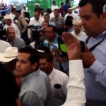 "Alcalde de Huanímaro ""manotea"" a periodista, luego de ser cuestionado por nepotismo"