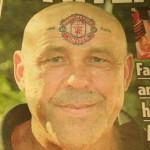 Aficionado del Man U se tatuó escudo en la frente