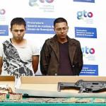 Detienen a dos hombres en León; les aseguran armas, droga y vehículos