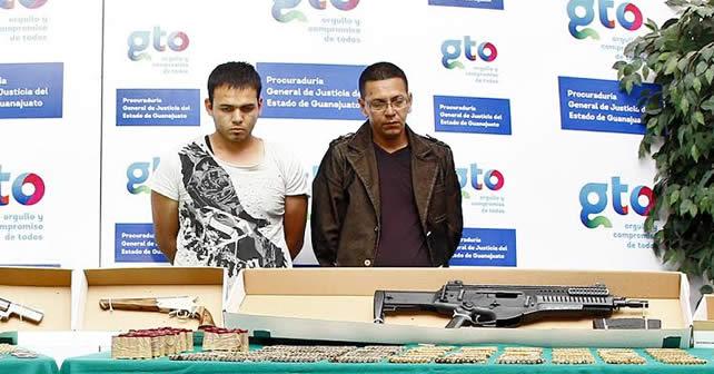 Photo of Detienen a dos hombres en León; les aseguran armas, droga y vehículos