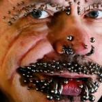 Alemán con más de 400 perforaciones y tatuajes, le niegan entrar a Dubai