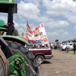 Campesinos exigen precios justos a los granos; bloquean un carril de circulación Salamanca-Irapuato