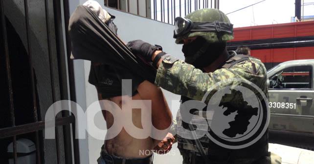 Militares detienen a presuntos huachicoleros