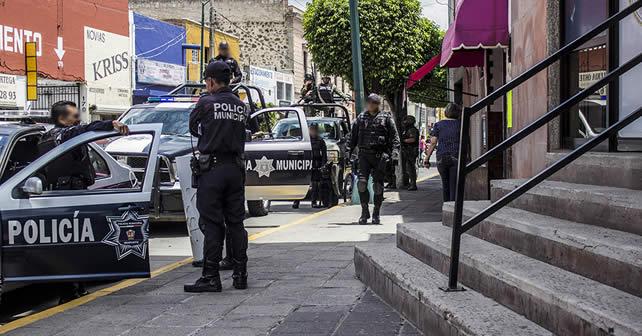 Photo of Ejército detiene a presuntos delincuentes que iban pasando frente a ellos