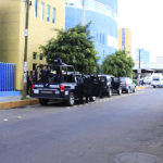 """Gendarmes llevan a """"presos"""" al HG de Irapuato"""