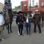 """Integrantes de la Cabalgata de la Independencia Nacional """"tocaron el zapateado"""""""