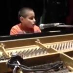 Niño invidente a sus 9 años es un excelente pianista