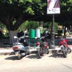 Roban motocicleta a la vista de la policía municipal