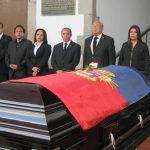 Con aplausos dan el último adiós al regidor Rubén Aguilar Camarillo