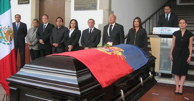 Photo of Con aplausos dan el último adiós al regidor Rubén Aguilar Camarillo