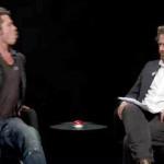 Brad Pitt escupe el cicle al comediante Zach Galifianakis