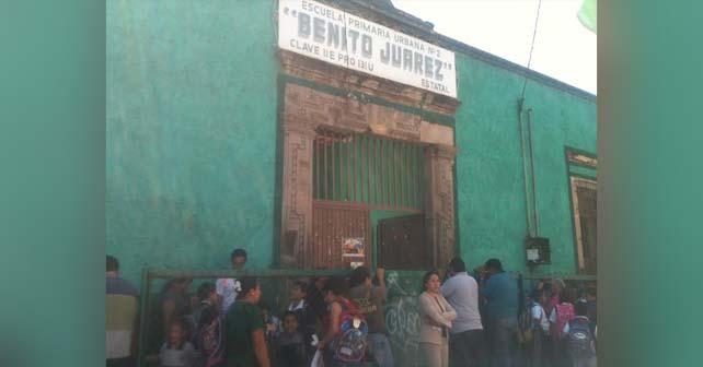 """Photo of Comparecen padres de niños """"golpeados"""" ante la SEG"""