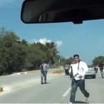 Federales amenazan con rifles a periodistas