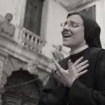 Curas bailarines y Sister Cristina causan revuelo en YouTube